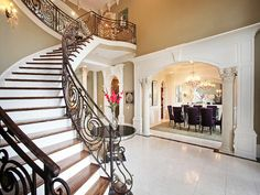 Beautyyyy.. love the beige and white with the purple chairs <3 Need a house like this