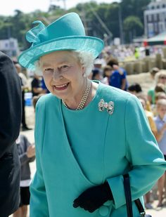 The Queen visited Dorset in June 2009 & wore her diamond Dorset Bow brooch. Originally a wedding present to Queen Mary from the people of Dorset. Queen Mary then gave it to Princess Elizabeth for her wedding in 1947.