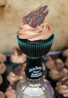 Chocolate-Whiskey Cupcakes 2 cups all purpose flour cup cocoa powder 2 cups brown sugar 2 tsp. kosher salt 2 eggs cup strong coffee cup Jack Daniels or your favorite Whiskey 1 cup buttermil Jack Daniels Cupcakes, Whiskey Cupcakes, Whiskey Cake, Irish Whiskey, Just Desserts, Delicious Desserts, Yummy Food, Cupcake Recipes, Cupcake Cakes