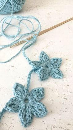 Diy Crafts - ingthings: Hortensia (zelfmakertje omdat het nog winter is) We are want to say thanks if you like to share this post to another people vi Crochet Garland, Crochet Stars, Crochet Decoration, Crochet Bunting, Crochet Butterfly Pattern, Crochet Puff Flower, Crochet Flowers, Crochet Motifs, Crochet Stitches Patterns