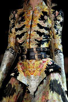 Alexander McQueen #VogueRussia #readytowear #rtw #springsummer2011 #AlexanderMcQueen #VogueCollections