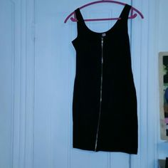 Zipper body con dress Fitted and sexy body con with fully functioning zipper. Perfect for going out. Only worn a few times. In great condition. Can fit large to XL H&M Dresses
