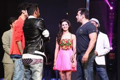 Shakti Mohan with Salman Khan on the sets of Dance Plus See more candid shots of Shakti Mohan on www.nrityashakti.com