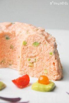 Mousse de salmón ahumado con crema de aguacate a la naranja