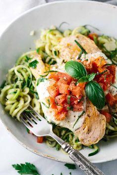 Bruschetta Chicken with Zucchini Noodles | http://jessicagavin.com