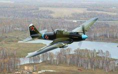 Iluyshin II-2 , se fabricaron 36000 , llamado Shturmovik (avión de ataque). 4 rusos obtuvieron la medalla Héroe de la Unión Soviética