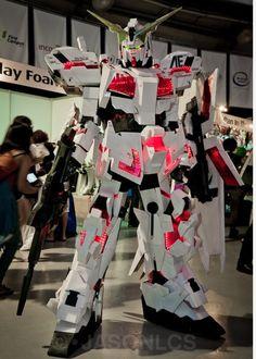 Cosplay Manga Costume AMAZING costume made of corrugated PP plastic Cosplay Boy, Epic Cosplay, Marvel Cosplay, Cosplay Ideas, Awesome Cosplay, Cool Costumes, Cosplay Costumes, Costume Ideas, Unicorn Gundam