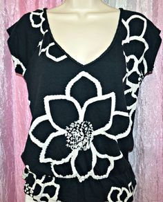 American Eagle White And Blue Floral Top size Small #AmericanEagle #Blouse