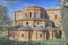 Monasterio cisterciense de Santa María de #Moreruela, provincia de #Zamora Santa Maria, Romanesque Architecture, Chapelle, Romans, Notre Dame, Taj Mahal, Mansions, House Styles, Building