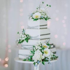 Modern Square Wedding Cake with Silver Criss Cross Ribbons and Sugar Flowers I Mischief Maker Cakes #themischiefmaker #mischiefmakercakes