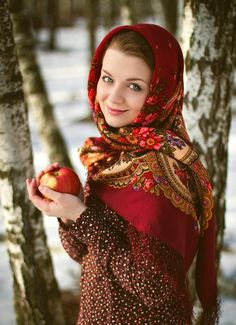 Attractive female wearing in kokoshnik. Woman's headdress in old Russia Russian Beauty, Russian Fashion, Folk Clothing, Hair Cover, Stylish Girl Pic, Beautiful Smile, Photography Women, Flowers In Hair, Girl Fashion