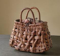 Weaving Art, Hand Weaving, Japanese Bamboo, Bamboo Art, Basket Bag, Casual Bags, Knitted Bags, Basket Weaving, Wicker Baskets