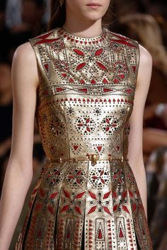 A detailed look at Valentino Fall 2015 Couture