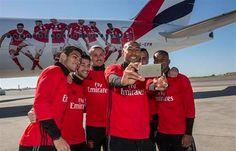 AEmiratesapresentou umBoeing 777com o avião com uma nova imagem de apoio ao Benfica e aos seus jogadores, que vai voar para mais de 160 destinos.