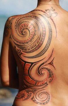 Tatouage maori dos femme