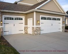 Garage Door Design Ideas Pictures and Pics of Garage Doors Barn. Carriage House Garage Doors, Garage Door Windows, Garage Door Decor, Garage Door Makeover, Garage Door Design, House Doors, Garage Gate, Barn Garage, Garage House
