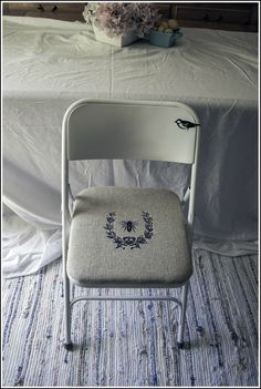 Folding Chair Makeover with burlap!  I got some in garage I could actually use if I do this!!