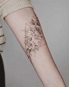 Arm Floral Tattoo Designs For Women; arm 50 Arm Floral Tattoo Designs For Women 2019 - Page 33 of 50 - Chic Hostess Line Tattoos, Trendy Tattoos, Body Art Tattoos, Small Tattoos, Sleeve Tattoos, Cool Tattoos, Awesome Tattoos, Wrist Tattoos, Line Tattoo Arm