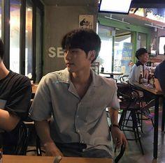 📟Dikee, scaricato dal mouse,🐀 su We Heart It. Korean Boys Ulzzang, Ulzzang Couple, Ulzzang Boy, Korean Men, Korean Girl, Cute Asian Guys, Cute Korean Boys, Asian Boys, Cute Guys