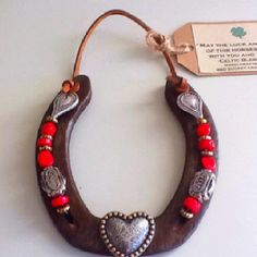 / I love this EL. Cowboy Crafts, Western Crafts, Horse Crafts, Western Decor, Horseshoe Wreath, Beaded Horseshoe, Lucky Horseshoe, Horseshoe Projects, Horseshoe Crafts