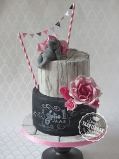 Chalkboardcake with roses