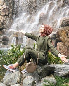 Image may contain: 1 person, outdoor and water Hijab Style Dress, Hijab Outfit, Hijabi Girl, Girl Hijab, Black Photography, Photography Poses, Niqab Fashion, Muslim Fashion, Hijab Makeup