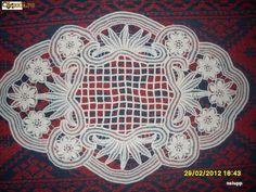 Risultati immagini per mileuri din macrame Fabric Stiffener, Romanian Lace, Lace Painting, Lacemaking, Point Lace, Crochet Tablecloth, Needle Lace, Macrame Patterns, Pattern Paper