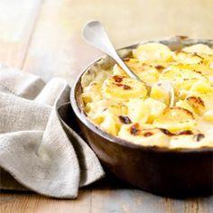 Voici la vraie recette du gratin dauphinois! Inratable et très facile à réaliser, testez-la sans plus attendre. Des pommes de terre, de la crème fraîche, du lait, du beurre, de l'ail et de la muscade, pour donner plus de saveurs au plat, sont les ingrédients qu'il vous faudra.