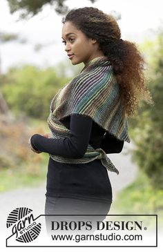 Herbs & Spices / DROPS - Knitted shawl worked diagonally with garter stitch and stripes. Piece is knitted in DROPS Delight. Drops Design, Knit Cowl, Knitted Shawls, Crochet Shawl, Shawl Patterns, Baby Knitting Patterns, Knitting Increase, All Free Knitting, Outlander Knitting