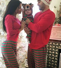 Check out these super adorable and stylish matching couples outfits for you and your partner. From jumpers to slogan T-shirts, there's one for every occasion! Matching Couple Outfits, Matching Couples, Matching Christmas Pajamas Couples, Matching Christmas Outfits, Family Christmas Pajamas, Cute Family, Family Goals, Family Pjs, Babies First Christmas