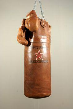 Lederen bokszak, antiek look. Bokszak compleet met set handschoen - Decoratie artikelen. landelijke woondecoraties. - de jong interieur