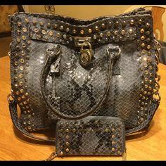 Extra pics Hamilton, wallet Extra pics Michael Kors Bags Shoulder Bags