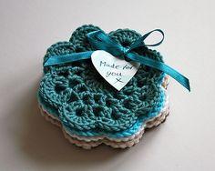 . Crochet Craft Fair, Crochet Crafts, Hand Crochet, Knit Crochet, Crochet Designs, Crochet Patterns, Diy Mugs, Mini Craft, Crochet Kitchen