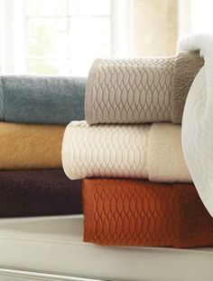 Wrap yourself in the luxuriously soft Egyptian Cotton Bath Towels that are available in seven rich colors and woven to 800gsm with Aerocotton technology.