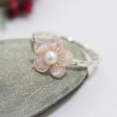 Thanks for visiting~!!    *Materials     - 925 Sterling silver - Pink Mother of Pearl Flower Diameter 10mm - White fresh water pearl 3.3mm - Ring size