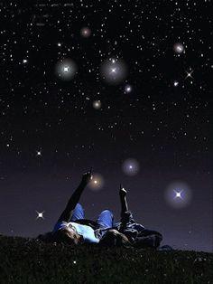 Август - пора звездопада. Смотреть на падающие звёзды и загадывать желания, как же это здорово!