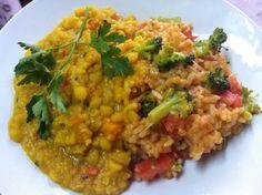 Dhal de arvejas amarillas acompañado de arroz español.