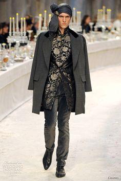 Chanel Parigi - Pre-Fall 2012 2013 - Shows - Vogue. Karl Lagerfeld, Chanel Men, Chanel Paris, Coco Chanel, Bollywood, Bombay, Indian Fashion, Mens Fashion, Fashion Silhouette
