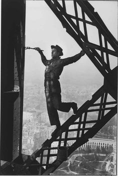 firsttimeuser: The Painter of the Eiffel Tower, Paris, 1953 by Marc Riboud