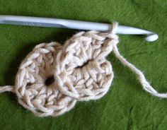 Crochet stitch - would work well for barefoot sandals or flip flops.˜