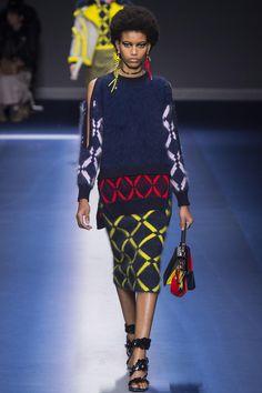 Défilé Versace prêt-à-porter femme automne-hiver 2017-2018 30