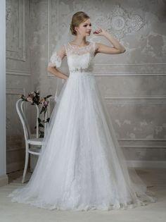 Купить кружевное свадебное платье со шлейфом для венчания А-силуэта Leora   Салоны свадебных и вечерних платьев «Милано Вера» в Санкт-Петербурге