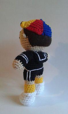 El eterno amigo del chavo con el que comparte el día a día en la vecindad, creada por el super comediante Chespirito, hecha a mano en crochet, por manos de madres, hermanas, hijas, abuelas y tías. #amigurumi #crochet #handcraft #chespirito #kiko #elchavodelocho #elchavo #lavecindaddelchavo #trabajoAmano #supercomediante #latinoamérica #chespiritomexico Facebook Sign Up, Grandmothers, Mothers, Sisters, Amigurumi