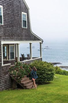 Wagons Boats and Raincoats 2019 Classy Girls Wear Pearls: Wagons Boats and Raincoats The post Wagons Boats and Raincoats 2019 appeared first on House ideas. Beach Cottage Style, Coastal Cottage, Coastal Homes, Beach House Decor, Coastal Style, Coastal Living, Coastal Interior, Home Decor, Cottages By The Sea