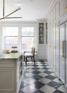 We've rounded up 17 kitchen tile floor ideas so swoon-worthy we're willing to bet they will make you want to retile your own kitchen, stat. Types Of Kitchen Flooring, Kitchen Tile Flooring, Bright Kitchens, Transitional Kitchen, Floor Patterns, Kitchen Floor Tile Patterns, Interior Design Kitchen, Tile Design, House Design