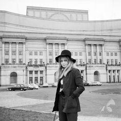 Teatr Wielki  pozuje Magdalena Zawadzka  #warszawa #warsaw #poland #teatr #TeatrWielki #śródmieście #zawadzka Polish People, Old Photography, Ppr, Warsaw, Poland, City Photo, Cities, Period, Legends
