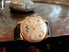 Complex mechanical watches are their favorite and it's difficult not to be attracted by the variety of names presented in front of your eyes, including Audemars Piguet, Patek Philippe, Breguet and many others. Vintage Rolex, Vintage Watches, Patek Philippe Gold, Moonphase Watch, Just For Men, Sharp Dressed Man, Mechanical Watch, Audemars Piguet, Moon Phases