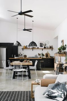 Living Room Paint, Living Room Colors, Home Living Room, Living Room Trends, Living Room Designs, Country Style Magazine, Appartement Design, Interior Minimalista, Simple Living Room
