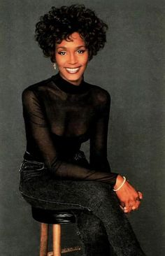 Photo of Whitney for fans of Whitney Houston. Beverly Hills, Whitney Houston Pictures, Divas, Vintage Black Glamour, Hollywood, Female Singers, Soul Singers, American Singers, Beautiful Black Women