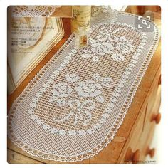 filet crochet - for your dressing tablet - keep it clean and crisp under glass Crochet Table Runner Pattern, Crochet Doily Patterns, Crochet Tablecloth, Lace Patterns, Thread Crochet, Crochet Doilies, Crochet Lace, Tricot D'art, Interior Design Degree
